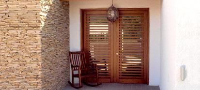 puerta de entrada ventanas de madera