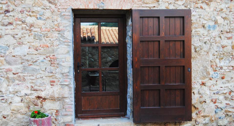 Catalogo puertas de madera catalogo ventanas obras for Puertas y portones de madera